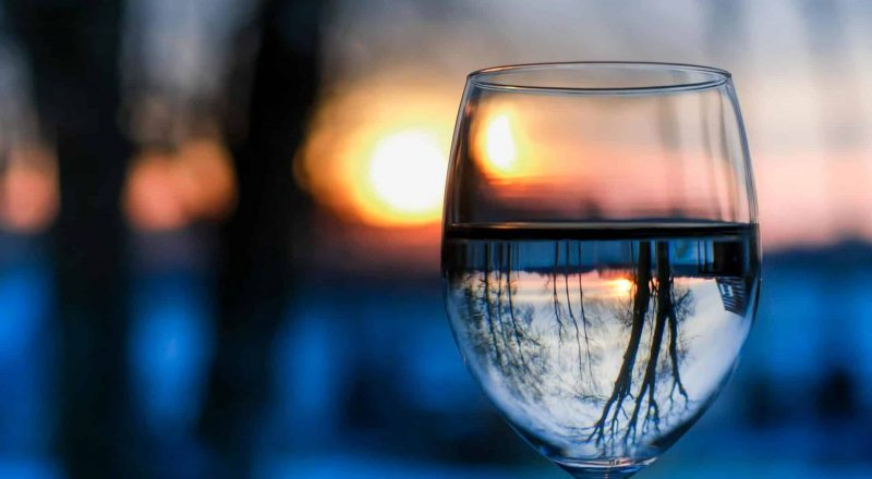 van wijn naar water: zo kwam ik mijn eerste jaar zonder alcohol door.
